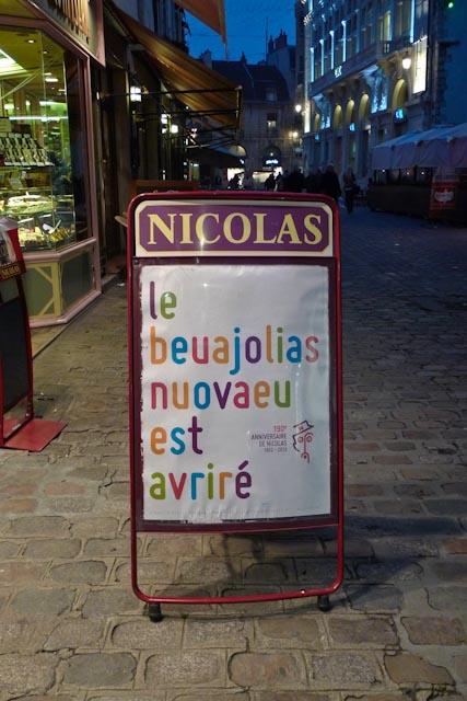 Fun-Pub-Nicolas-Beaujolais-nouveau-typographie