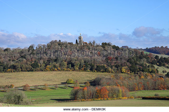 autumn-landscape-in-rural-england-with-the-west-wycombe-golden-ball-demk0k